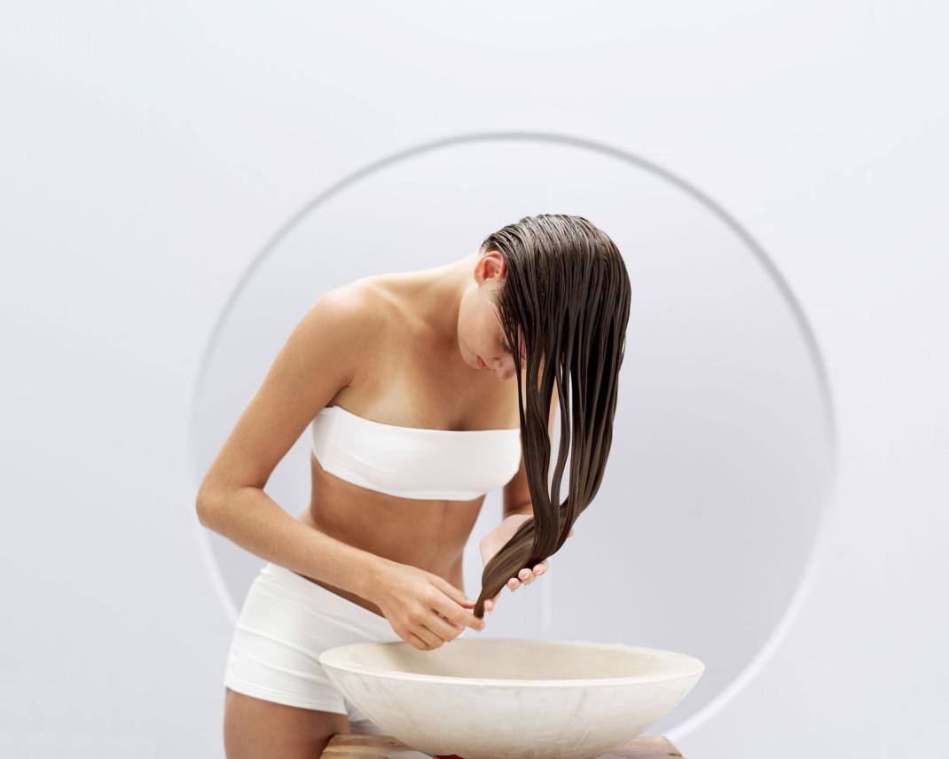 Il disegno di olio doliva su capelli