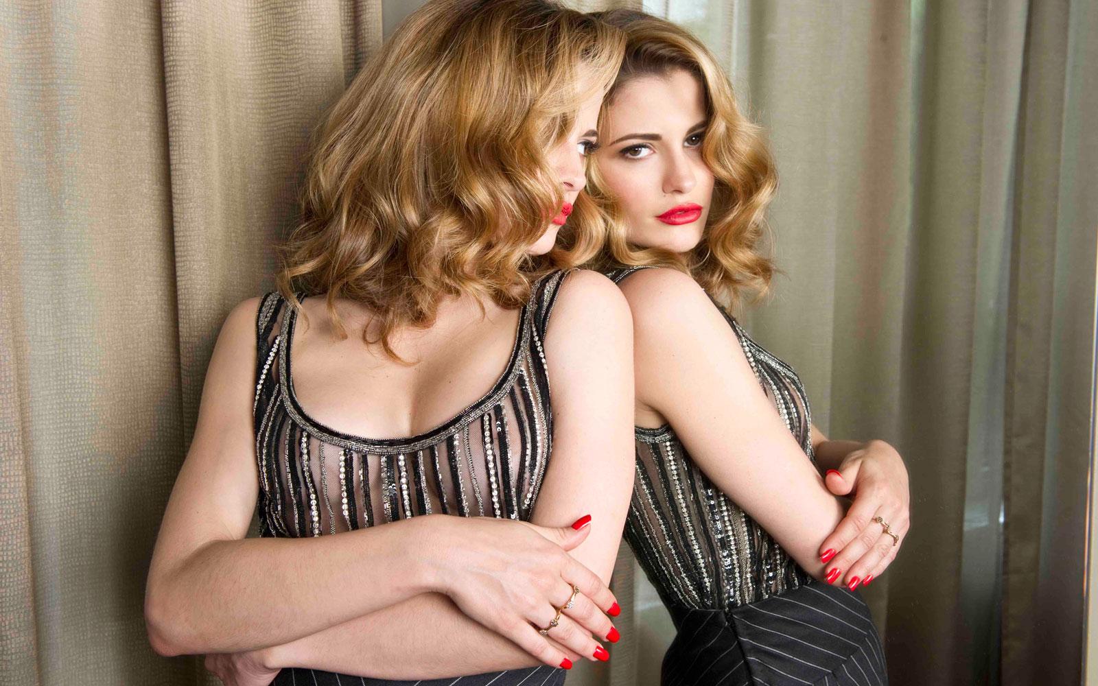 Rossetto e smalto red per un look sexy | Silhouette