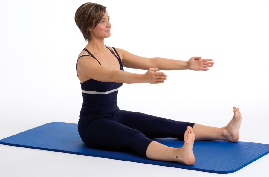 Pilates: spine stretch per il mal di schiena