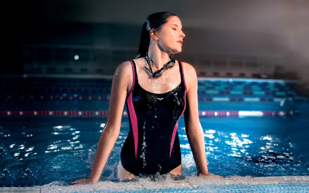 Piscina scegli il costume che ti valorizza silhouette donna - Costumi da piscina ...