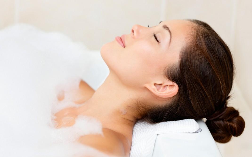 Bagno Giapponese Benessere : Il bagno giapponese un rito di benessere silhouette donna