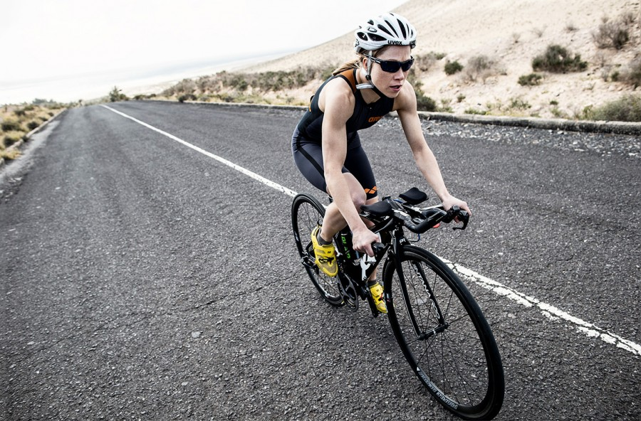 Triathlon: nuoto + bici + corsa. L'allenamento è completo e bruciagrassi