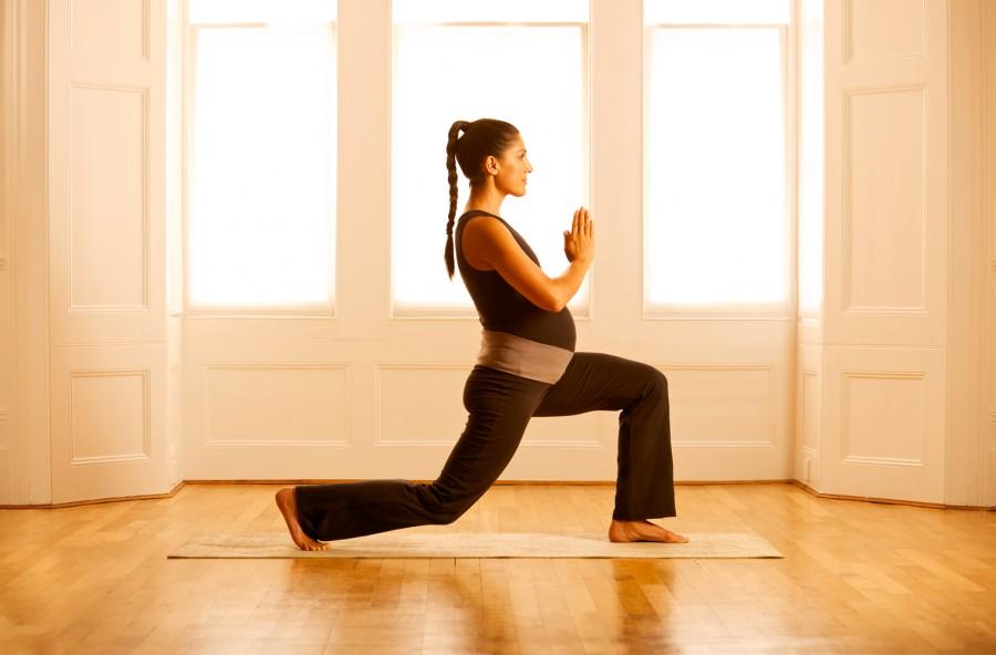 Yoga in gravidanza: 4 asana che preparano al parto