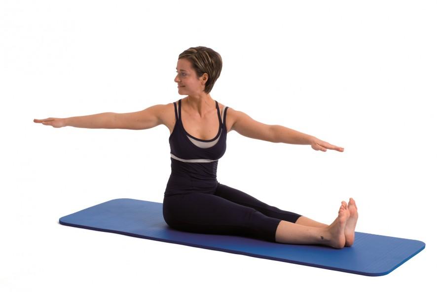 Pilates: spine twist per tonificare braccia e schiena