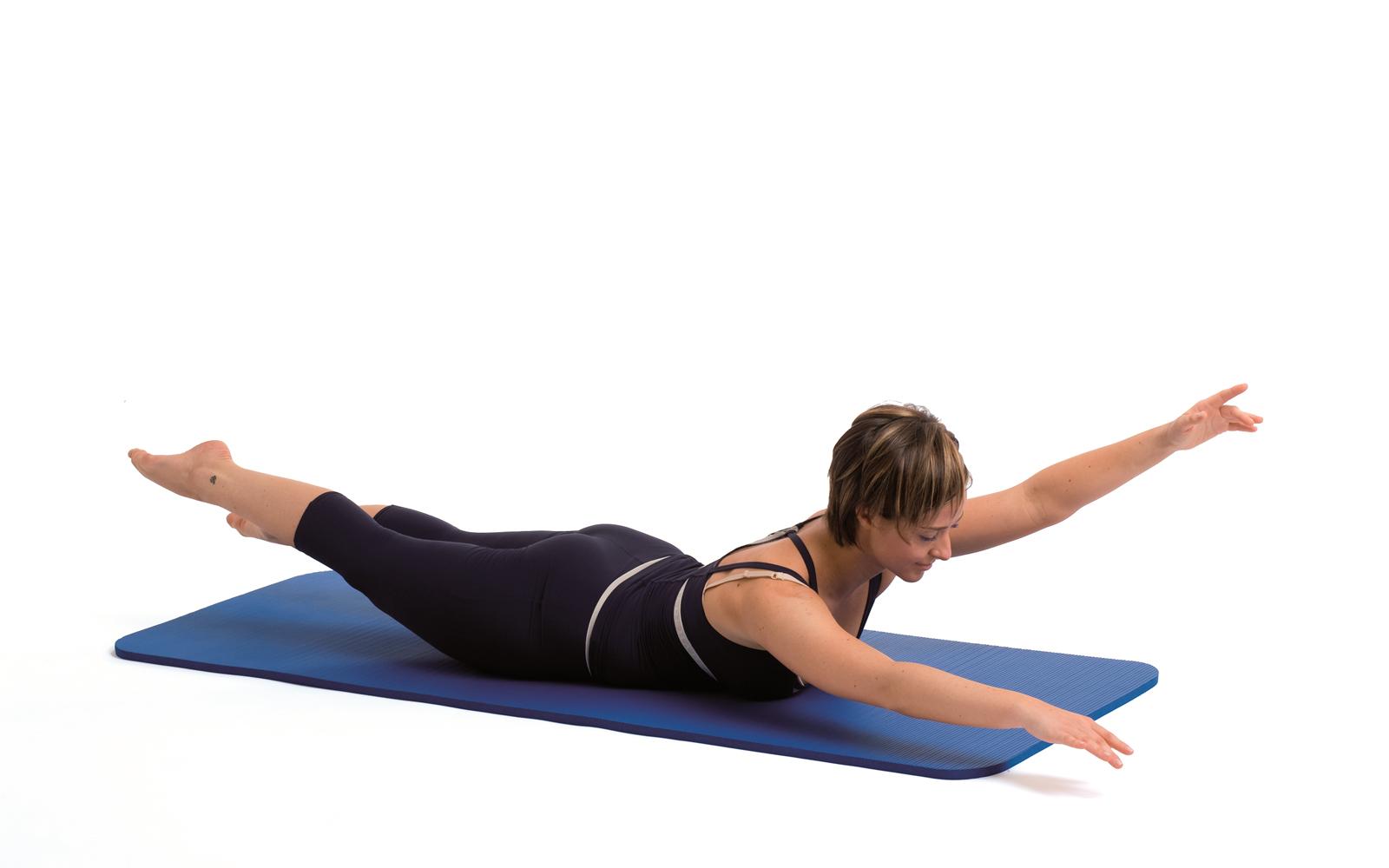 Pilates: schiena dritta con lo swimming   Silhouette Donna