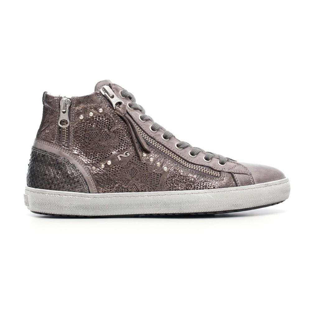 NeroGiardini – sneakers in pelle laserata con zip e borchiette (euro 149,50)