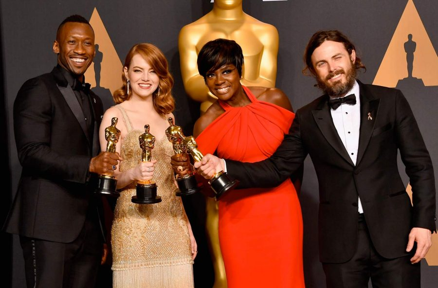 Oscar 2017 con gaffe finale. Vince La La Land… anzi, Moonlight