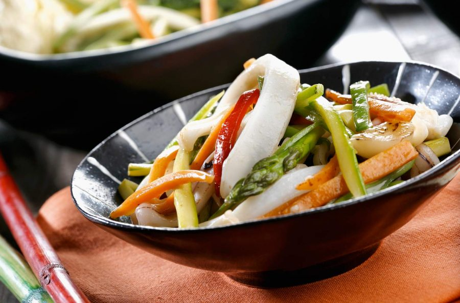 Calamari e verdure saltate in padella
