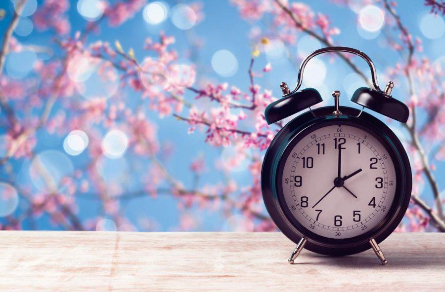 Torna l'ora legale: dormiremo di meno ma avremo più luce