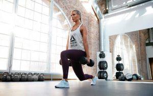Gambe e braccia toniche: con o senza pesi?