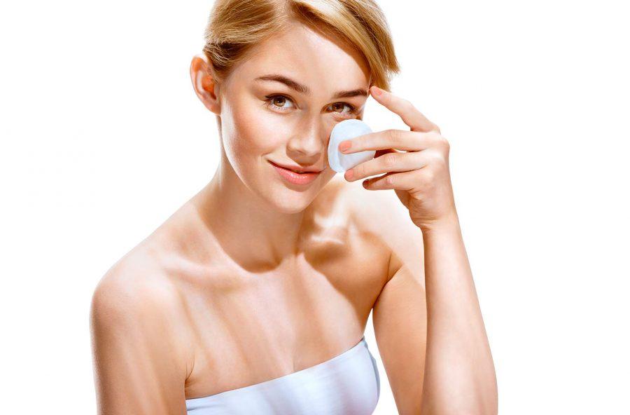 Pulizia del viso: i gesti essenziali