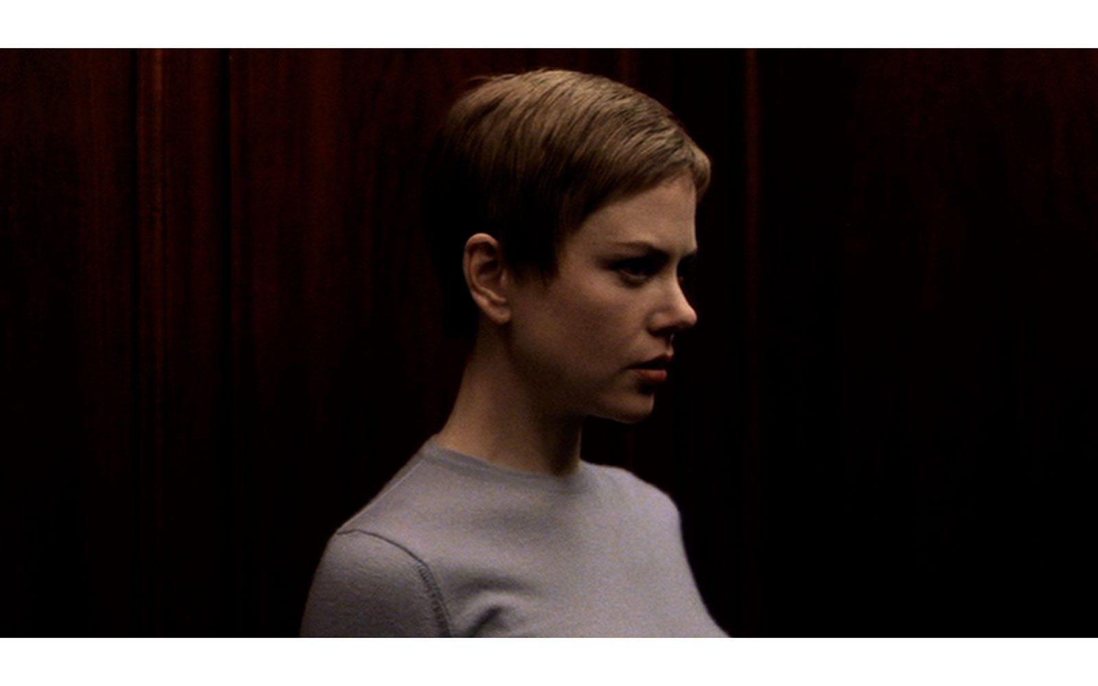 """""""Birth"""" (2004) Capello cortissimo e castano, look sobrio e castigato: niente da fare, è sempre bellissima."""