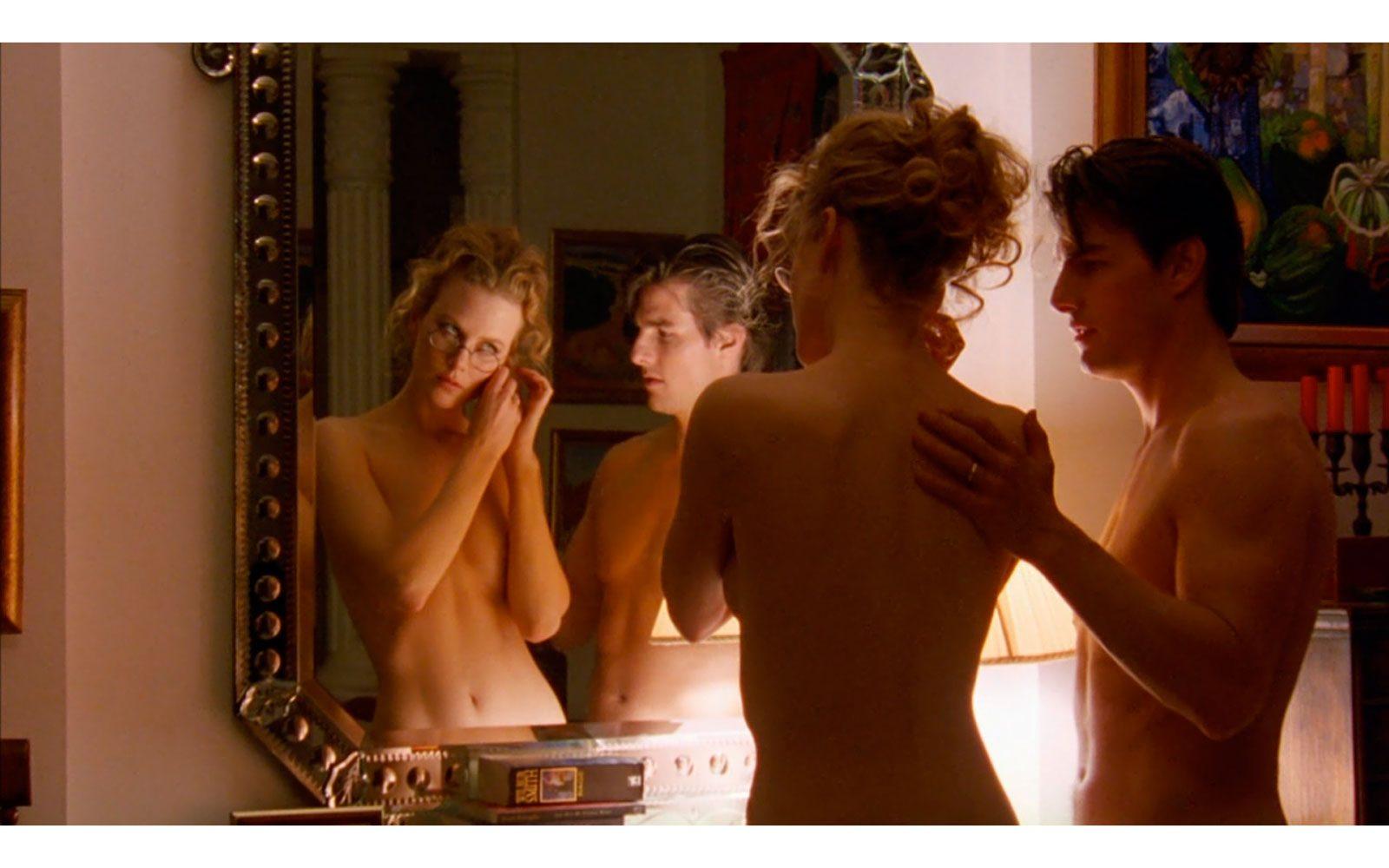 """""""Eyes Wide Shut"""" (1999). Ultimo film di Stanley Kubrick e ultima volta a fianco del presto ex marito Tom Cruise. Memorabili le sue scene di seduzione domestica con occhiali da vista e poco altro. Impennata nelle vendite di canottiere da donna"""