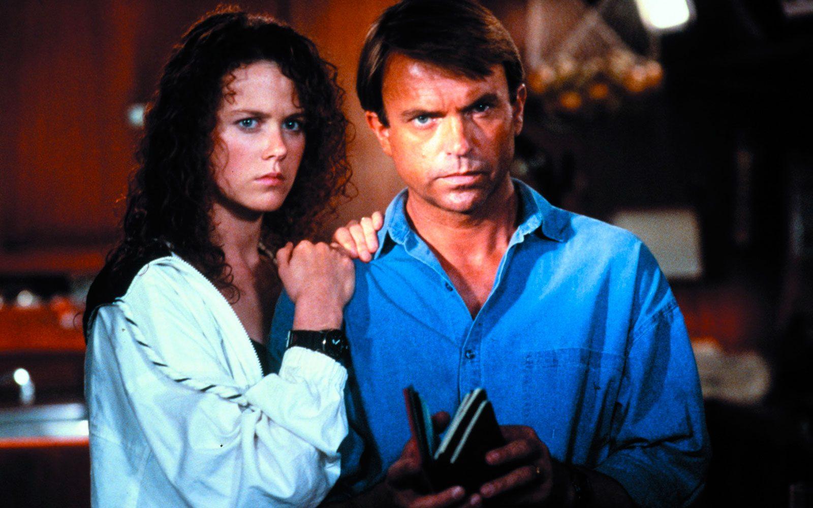 """""""Ore dieci calma piatta"""" (1989). Il suo viso spaventato, con i voluminosissimi riccioli rosso fuoco e quella bocca così particolare, svetta nella locandina e nelle scene di questo thriller. È ancora """"solo una bella"""", ma farà strada in fretta."""