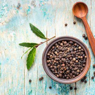 Pepe nero: prova l'olio essenziale sui tuoi piatti. Così digerisci meglio