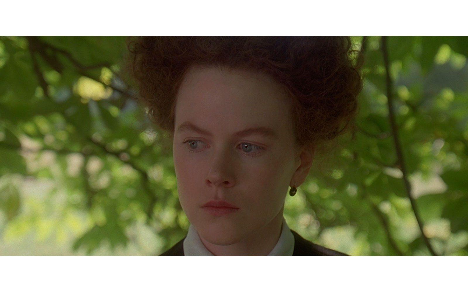 """""""Ritratto di signora"""" (1996). Primo film in cui l'attrice mostra un volto davvero diverso: non un filo di trucco, capelli raccolti in modo non proprio donante, rimane bellissima ma soprattutto bravissima nel personaggio di Isabelle Archer, protagonista dle film di Hanry James da cui è tratto il bel film della Campion."""