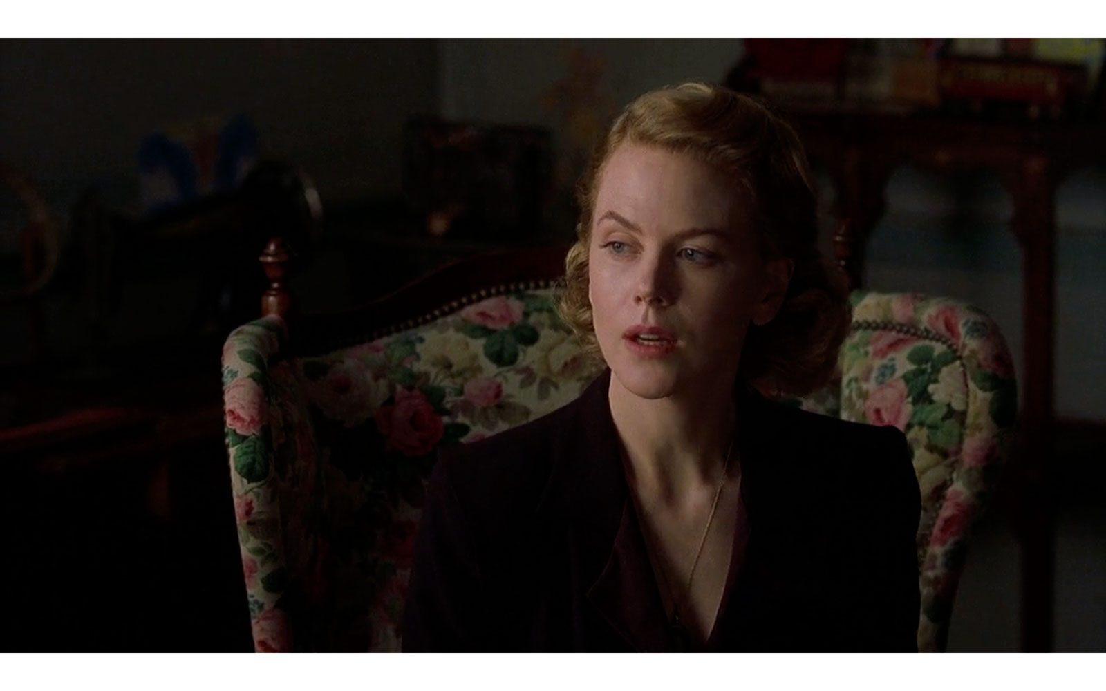 """""""The others"""" (2001) il 2001 è un anno di gloria per Nicole, che oltre alla romantica Satine interpreta la rigida, isolata e spaventata """"madre fantasma"""" di questo thriller algido ambientato negli anni '40"""