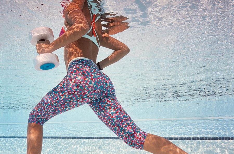 Pancia piatta con la gym total abdominal in acqua