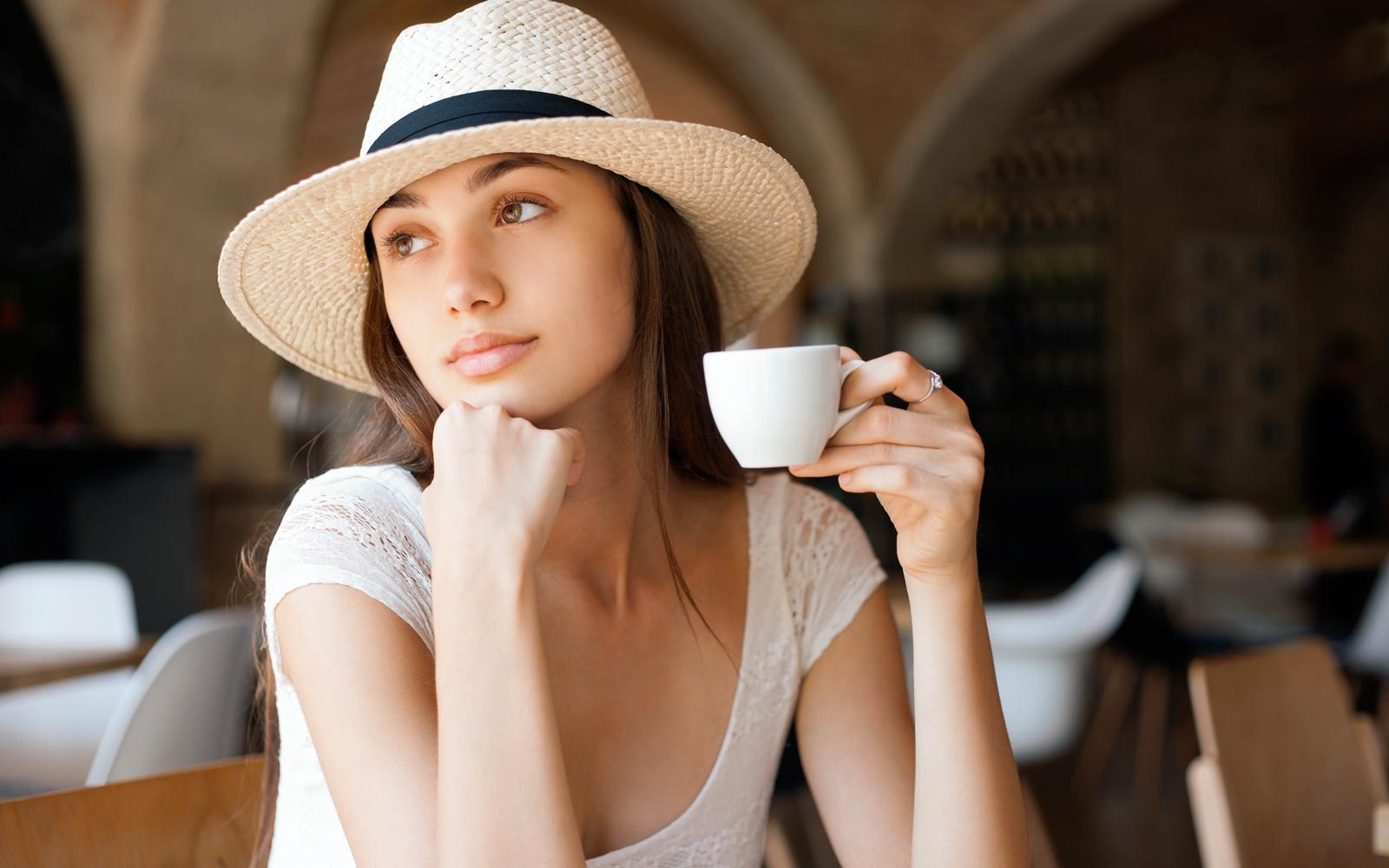 7 trucchi per saziarsi subito e mangiare meno silhouette donna - Mangiare e andare subito in bagno ...