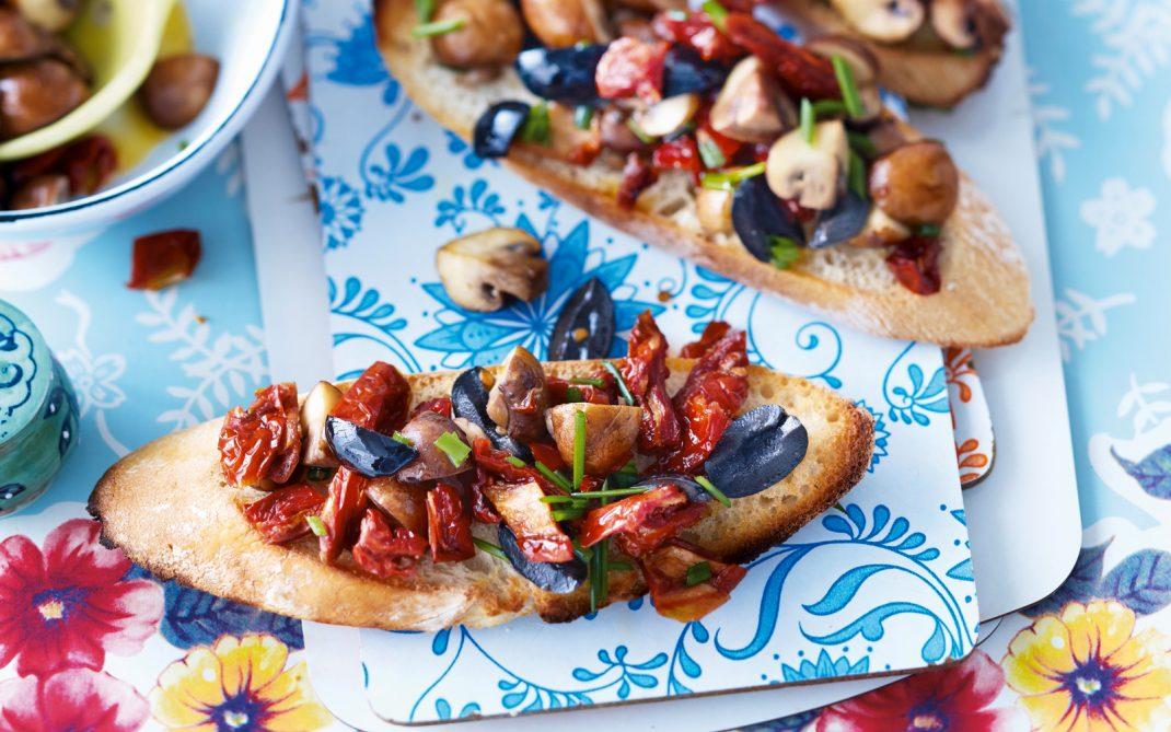 bruschetta-pom-secchi-funghi-olive