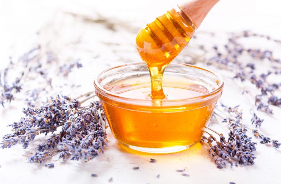Capelli grassi: purificali con il miele di lavanda