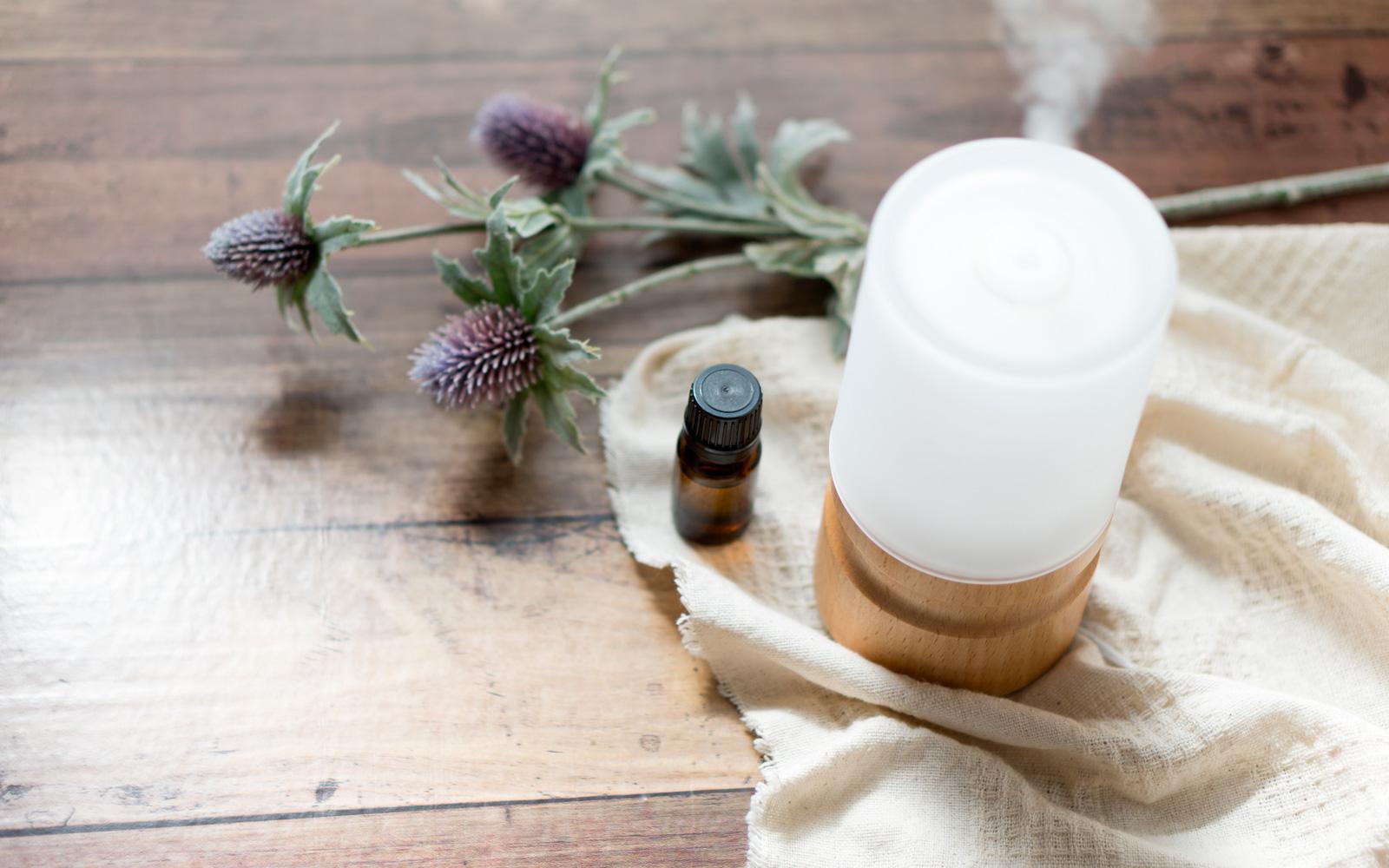 Aromaterapia Camera Da Letto oli essenziali: quali usare in camera da letto | silhouette