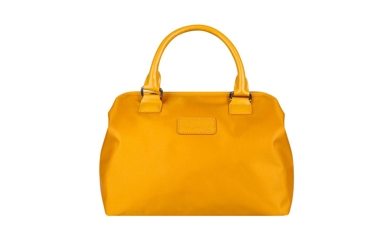 "LIPAULT  ""weekend bag"" della serie Lady Plume, realizzata in nylon giallo luminoso. 69 euro www.lipault.it"