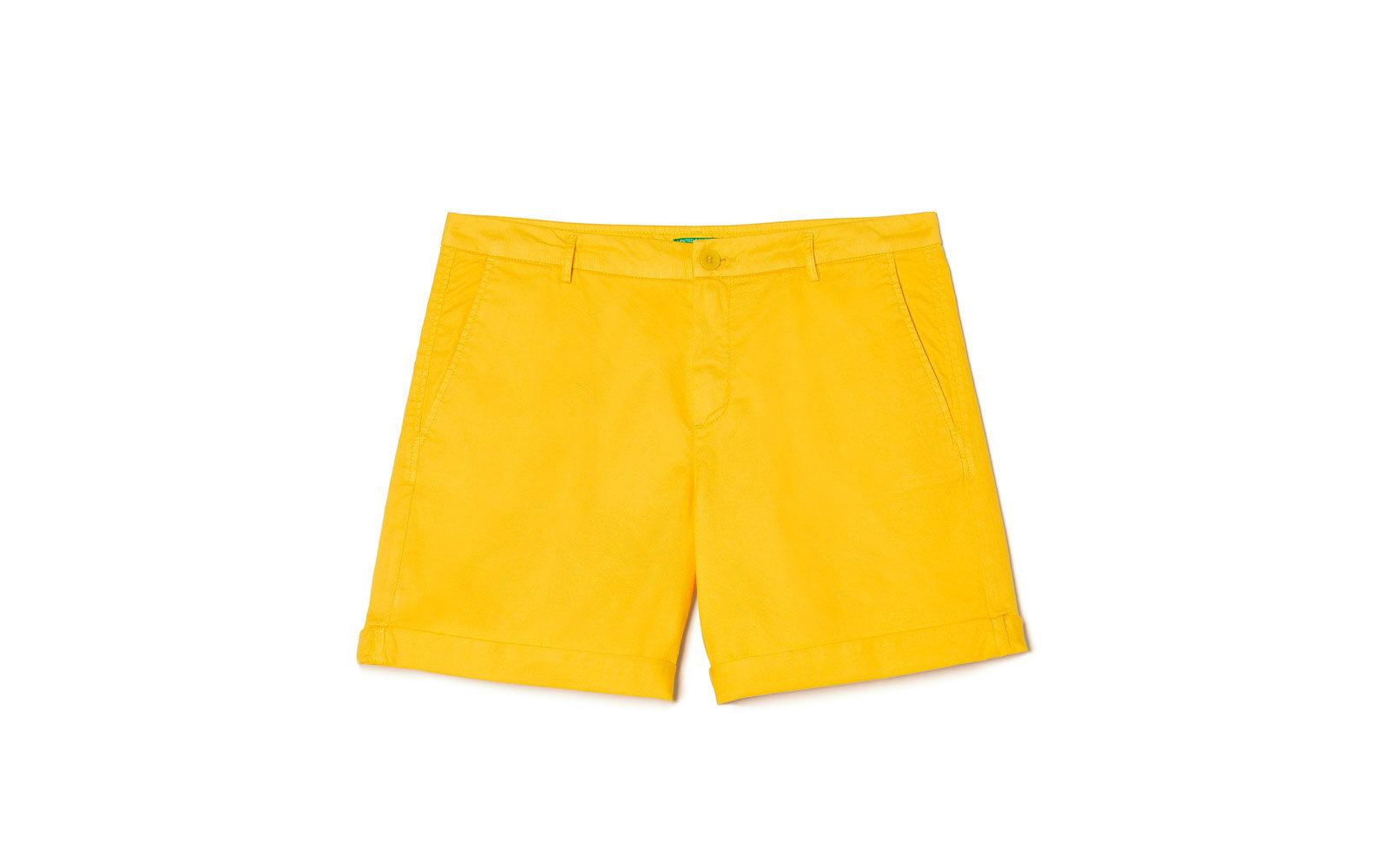 UNITED COLORS OF BENETTON shorts in cotone giallo zafferano. 29,95 euro     www.benetton.com