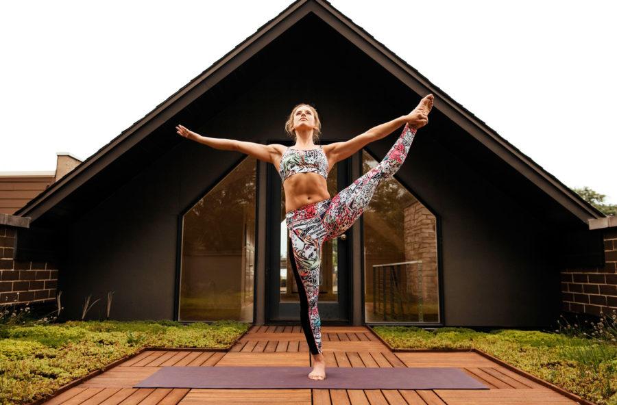 Yoga contemporaneo: tono e linea danzando gli asana
