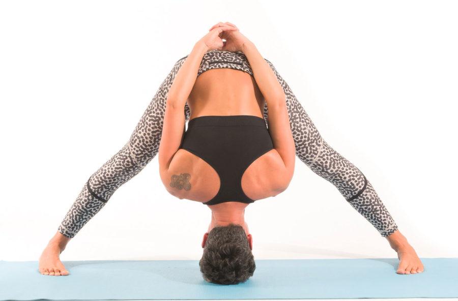 Yoga: riequilibra l'intestino con una flessione in avanti