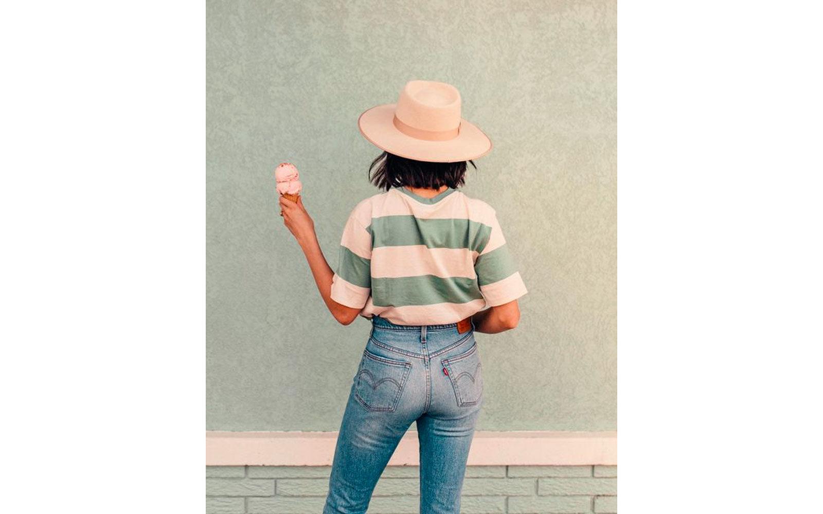 Stripes tee, cappello e jeans