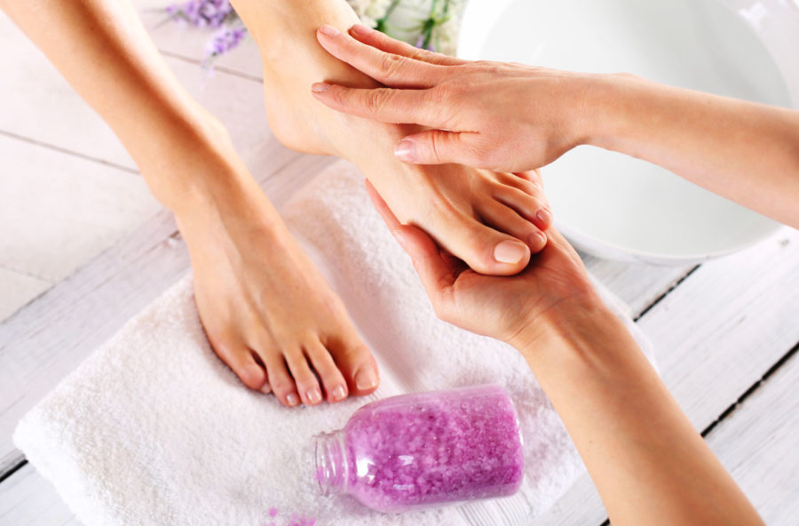 Massaggio ai piedi rilassante