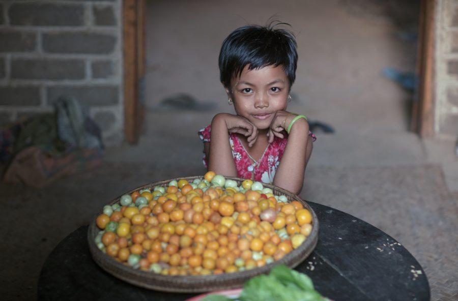 Bambine povere, vittime del bullismo e baby spose: aiutiamole con la campagna Indifesa