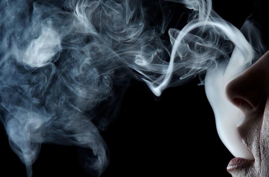 Cervello in fumo: le sigarette invecchiano i neuroni