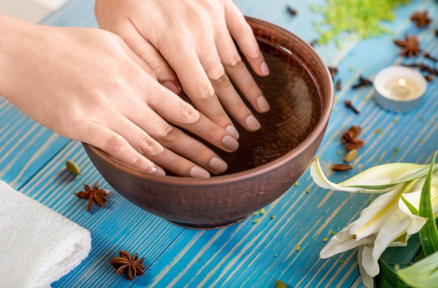 Mani: le cure naturali fai-da-te