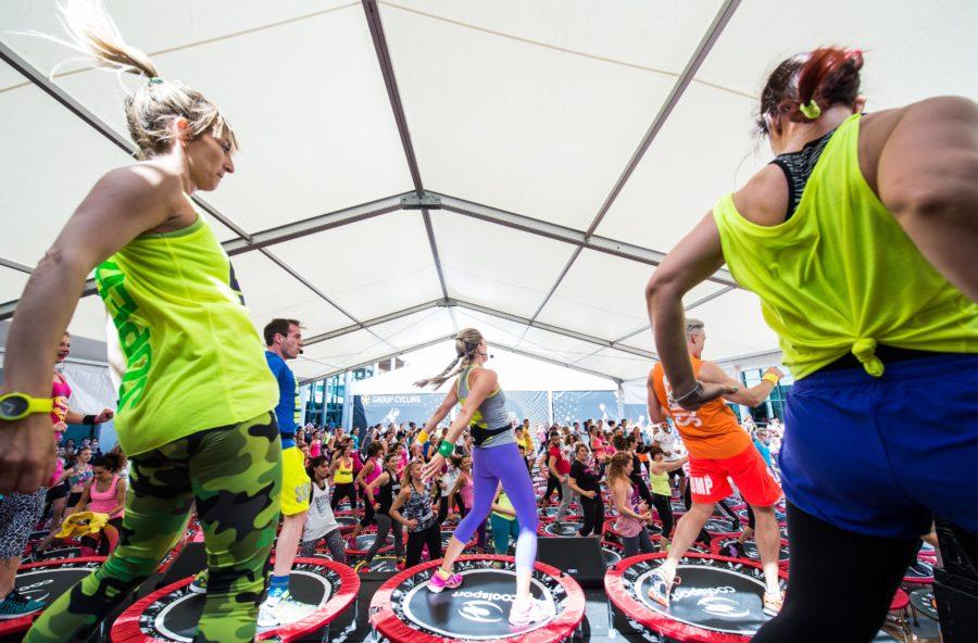 Superjump hot dance: per combattere la cellulite balla sul tappeto elastico