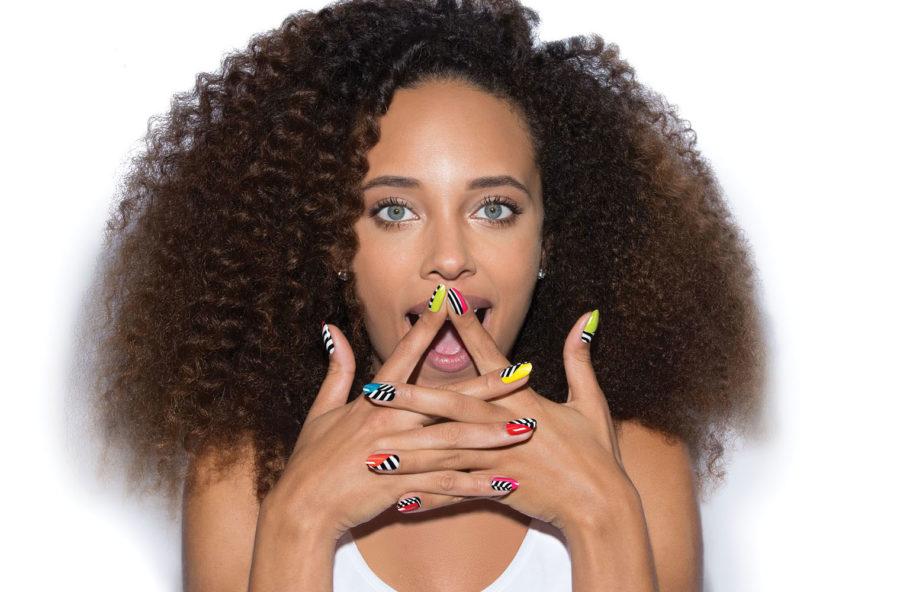 La nail art è a strisce