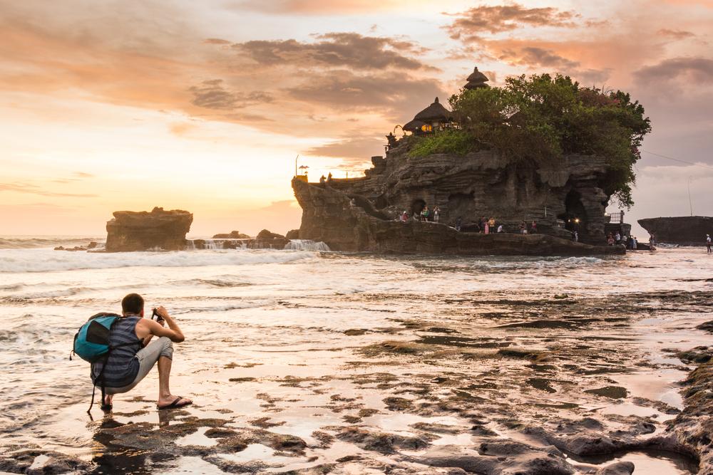Tramonto sul tempio in Indonesia