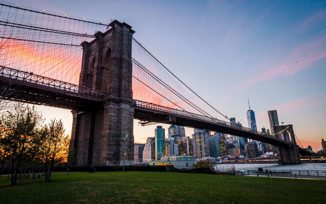 Manhattan al tramonto dal Brooklyn Bridge Park. New York