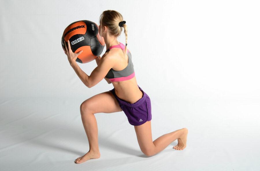 Gambe snelle e senza cellulite: serve una palla