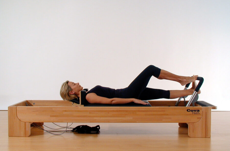 Pilates, modella i polpacci con il Running sul Reformer