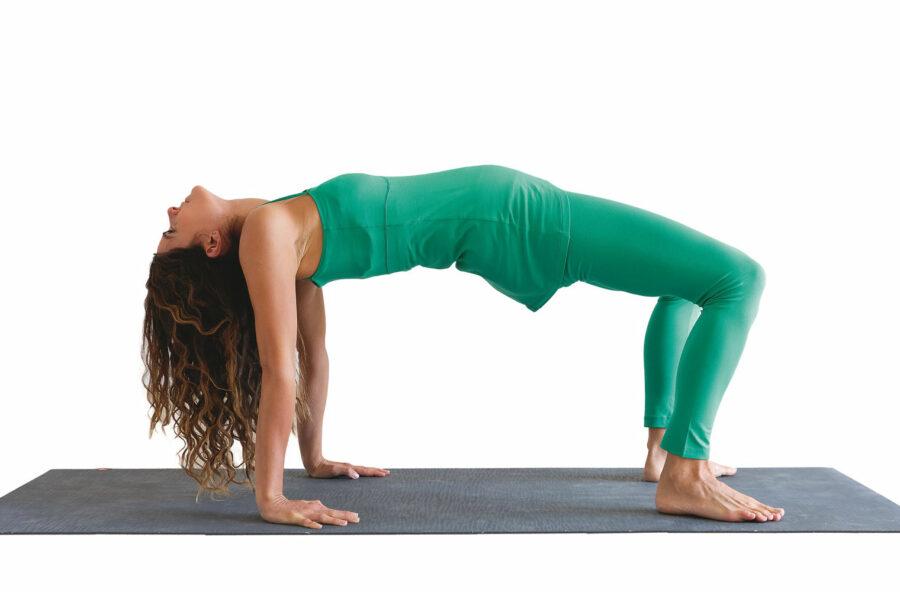 Yoga, con il Mezzo ponte scolpisci glutei e schiena. E respiri anche meglio
