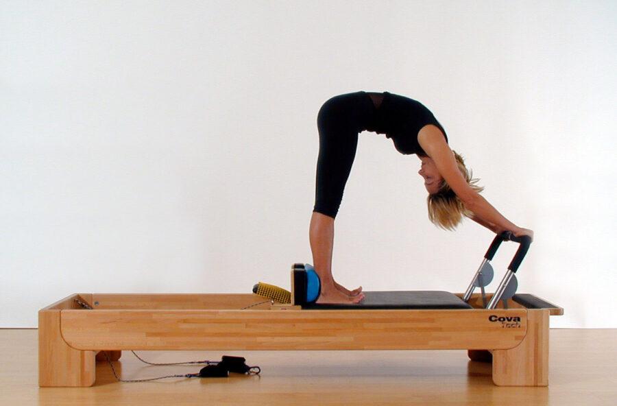 Pilates: fai l'Elephant sul Reformer. L'esercizio total body funziona!