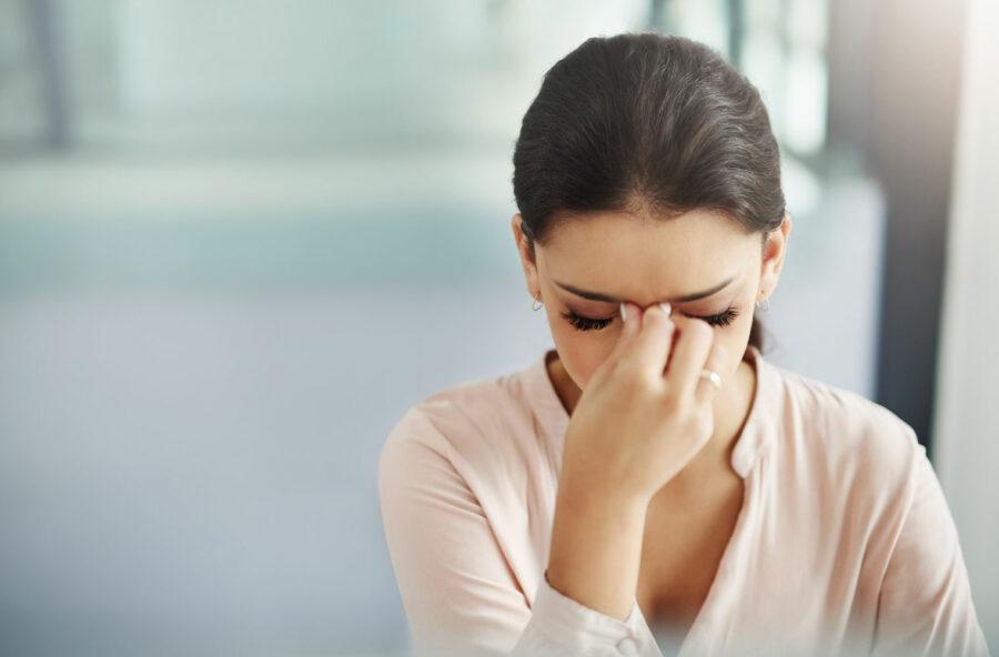 Cefalea e sindrome premestruale: con gli oligoelementi agisci sugli ormoni