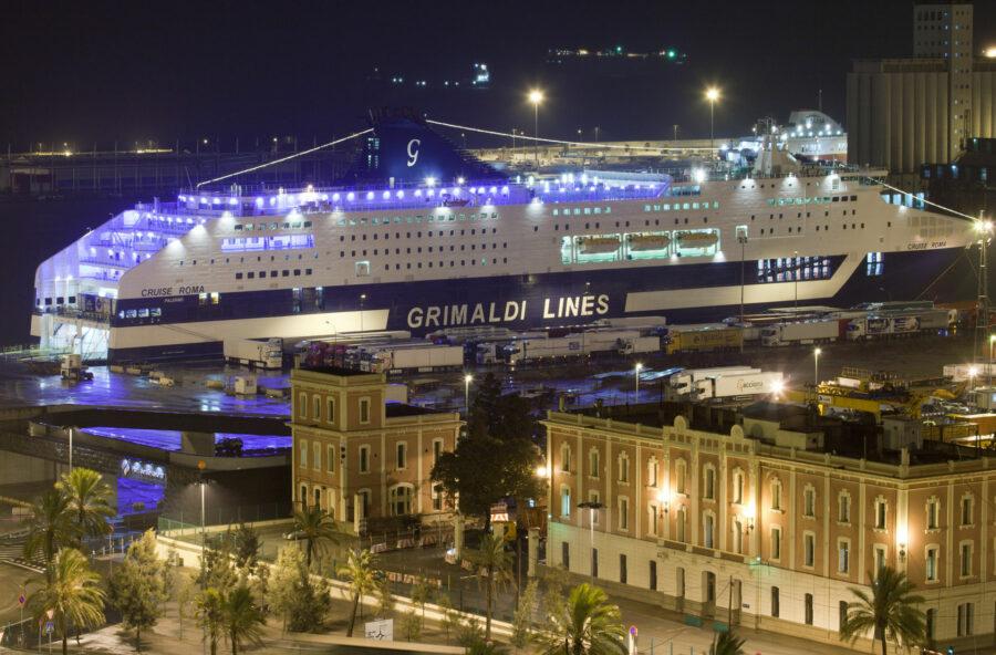 Libri: parte la nave per Barcellona