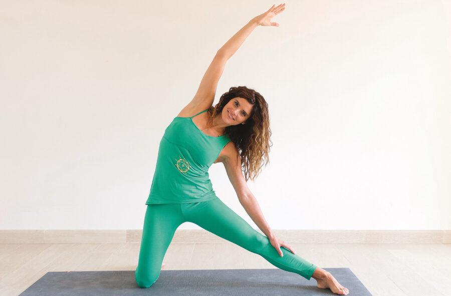 Yoga: con l'asana della sbarra laterale respiri meglio e rafforzi le difese