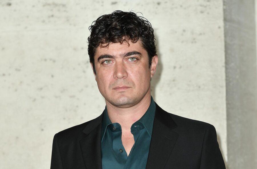 Riccardo Scamarcio, yuppie fuorilegge per Netflix