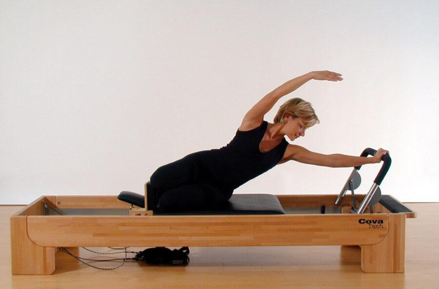 Pilates, fai la Sirenetta sul Reformer per snellire il punto vita