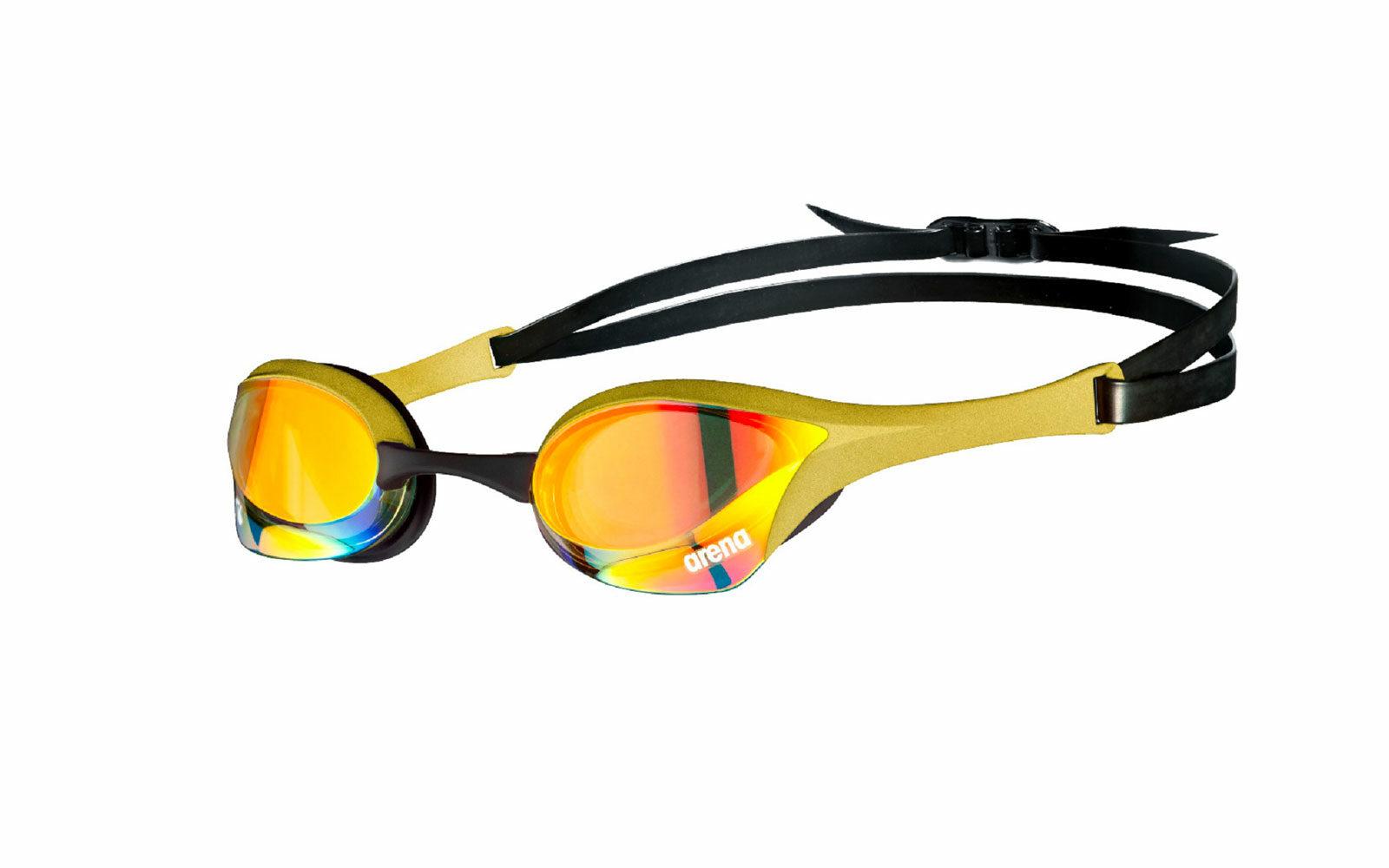 Per il NUOTO all'aperto, occhialini Arena Cobra Ultra Swipe anti UV, con innovativa tecnologia antiappannamento: basta bagnarli e strofinarli con un dito per mantenerli trasparenti più a lungo. Da euro 69,95.