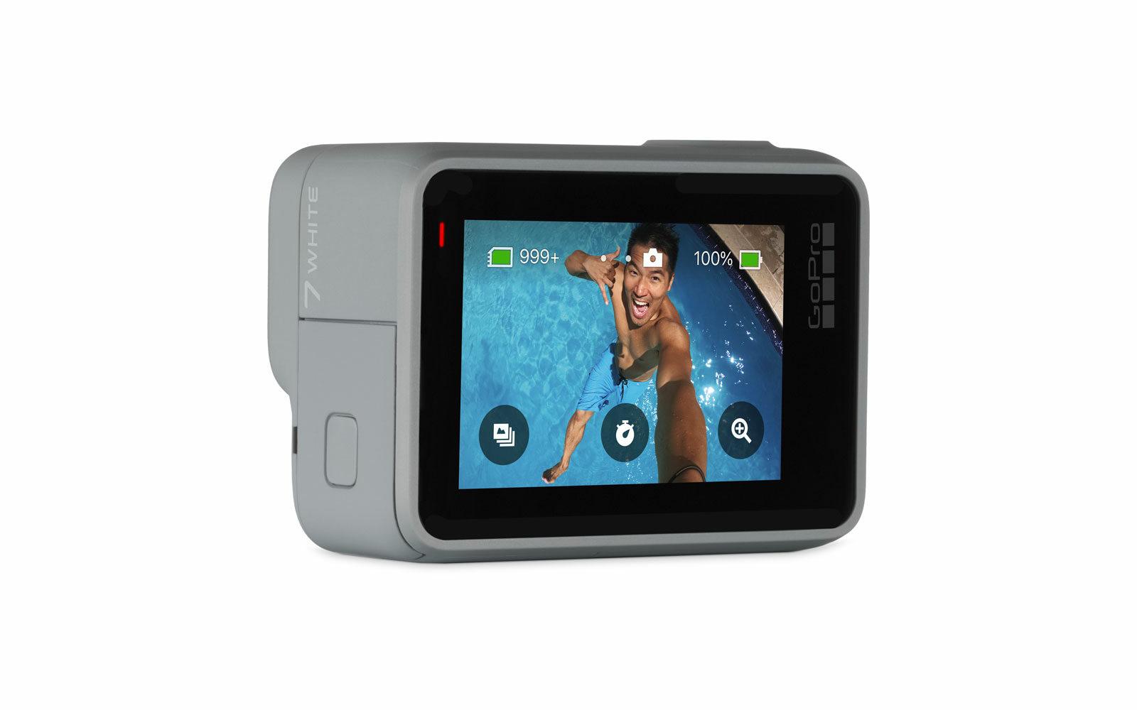 GoPro Hero7, robusta, impermeabile, touchscreen intuitivo, controllo vocale, timer per foto e selfie, video stabili, slowmotion, connessione con altri device e con i social, euro 219